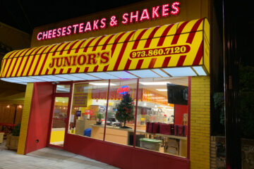 Junior's Cheesesteaks & Shakes